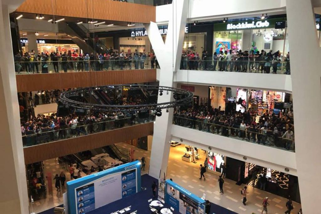 Malaysian Apple reseller cancels sale after crowds overwhelmed a mall for $50 iPhones