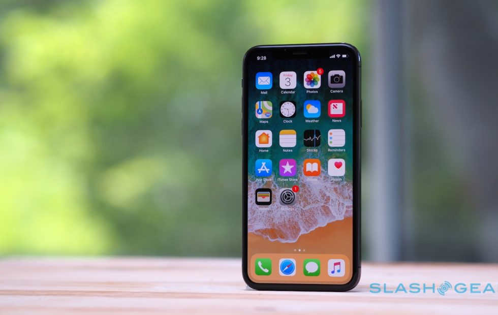 Curves, Gestures May Be in iPhone's Future