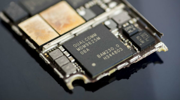 Apple files petitions in US Patent office challenging four of Qualcomm's patents
