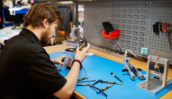 Apple offers customers even more options for safe, reliable repairs